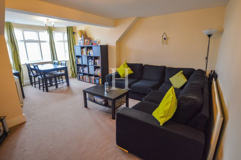 2 Bedrooms Flat for sale in Sutton Road, Southend-On-Sea, Essex, SS2