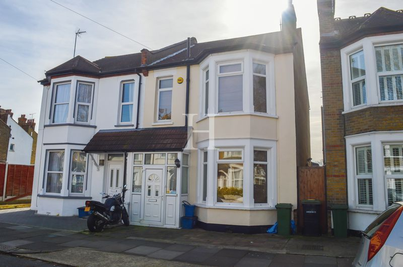 3 Bedrooms Semi Detached House for sale in St Marys Road, Southend-On-Sea, Essex, SS2