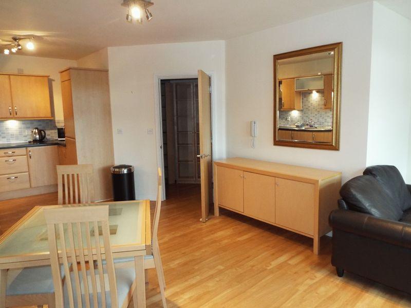2 Bedrooms Flat for sale in Middlepark Drive, Northfield, Birmingham, B31 2FQ
