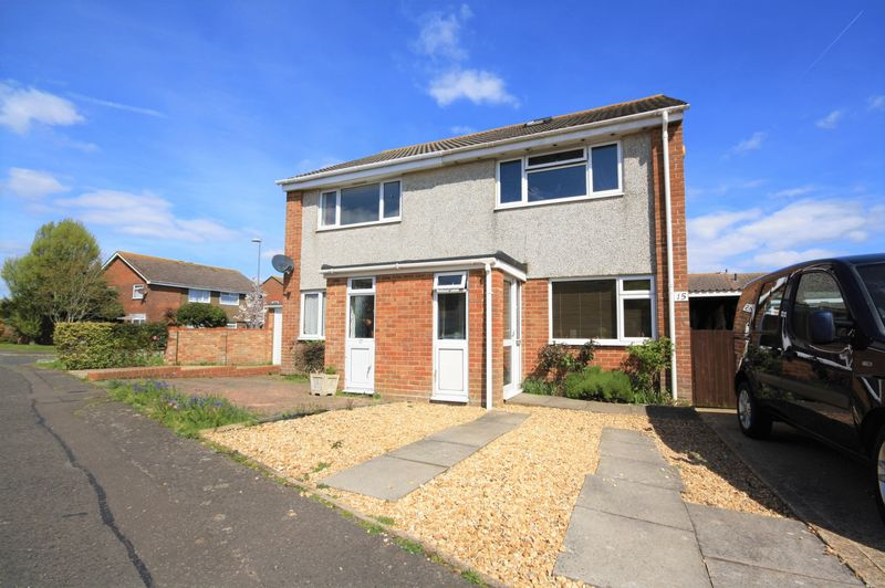 2 Bedrooms Semi Detached House for sale in Mudeford