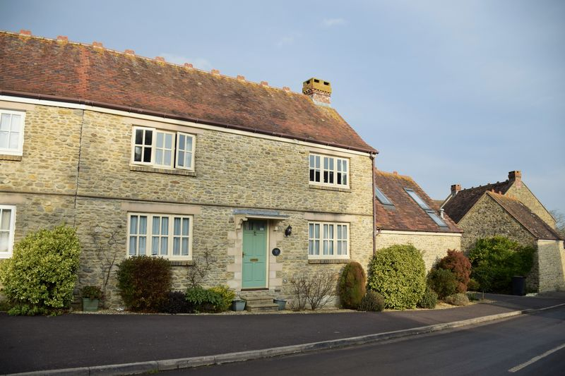 4 Bedrooms Semi Detached House for sale in Yetminster, Sherborne