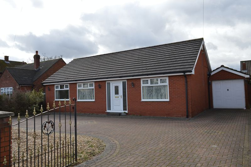 3 Bedrooms Detached Bungalow for sale in Church Lane, Lowton, WA3 2QZ