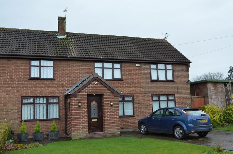 3 Bedrooms Semi Detached House for sale in 33 Lime Grove, Lowton, WA3 1HL