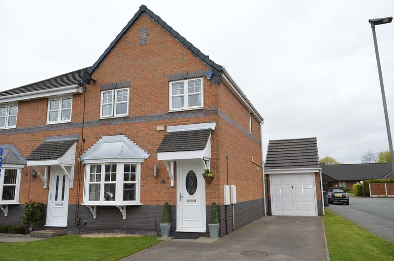 3 Bedrooms Semi Detached House for sale in Woodford Avenue, Lowton