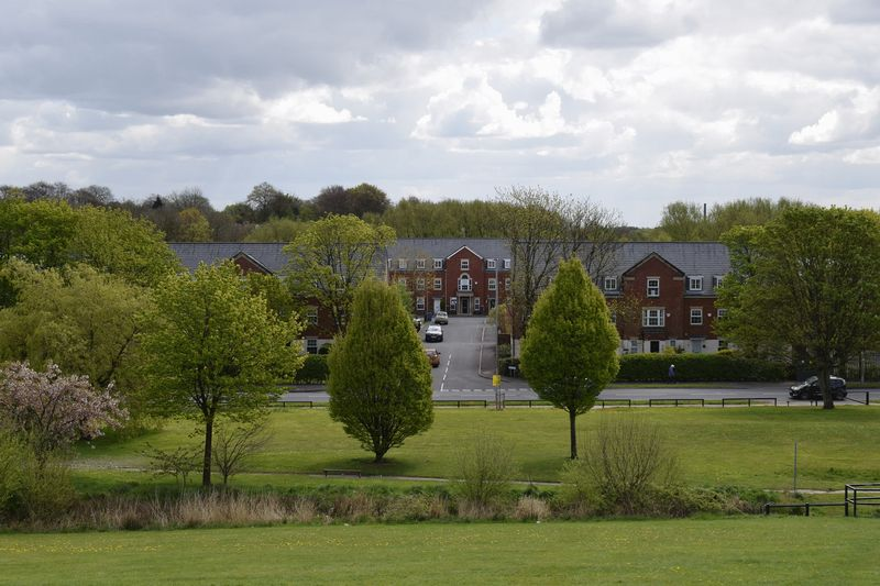 4 Bedrooms Mews House for sale in Kings Park, Leigh,WN7 1UE