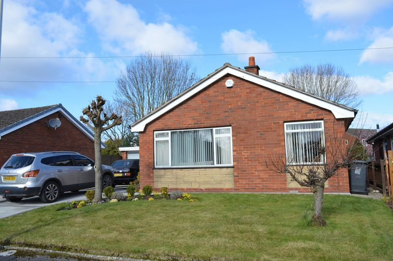 4 Bedrooms Detached Bungalow for sale in Greenacres Close, Leigh