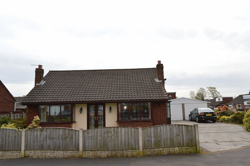 3 Bedrooms Detached Bungalow for sale in Lincoln Avenue, Lowton