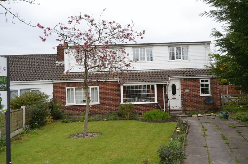4 Bedrooms Semi Detached House for sale in Slag Lane, Lowton, WA3 2EH