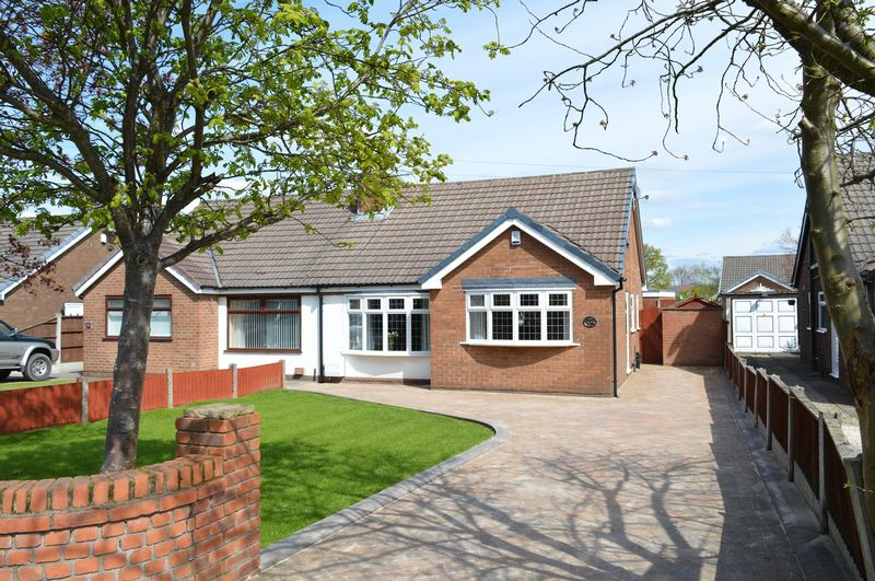 3 Bedrooms Semi Detached Bungalow for sale in Church Lane, Lowton, WA2 2QE