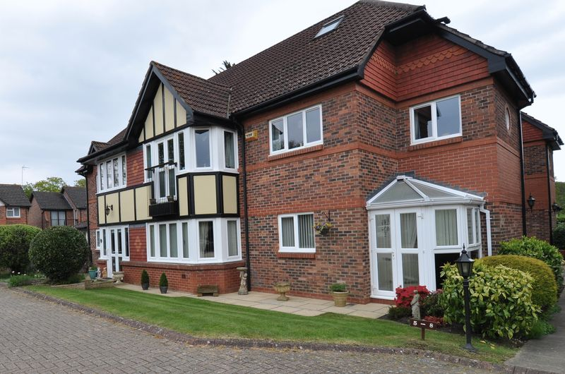 3 Bedrooms Flat for sale in 3 Bedroom Apartment For Sale in Desirable Location