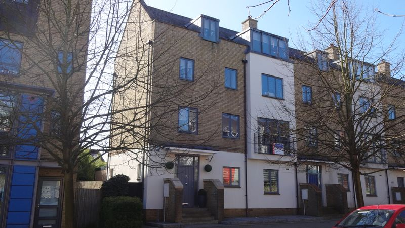 5 Bedrooms Terraced House for sale in The Chase, Newhall, Harlow