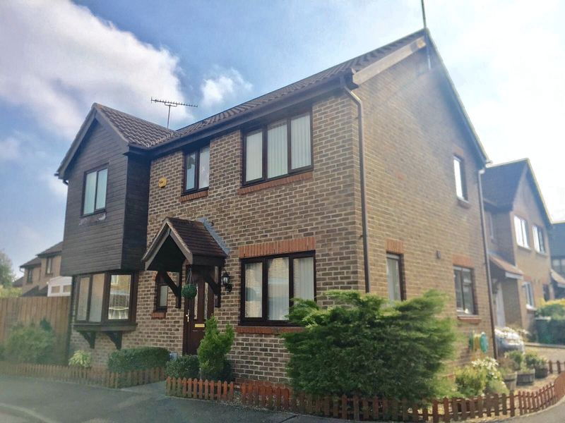 3 Bedrooms Detached House for sale in Bentley Drive, Church Langley, Harlow