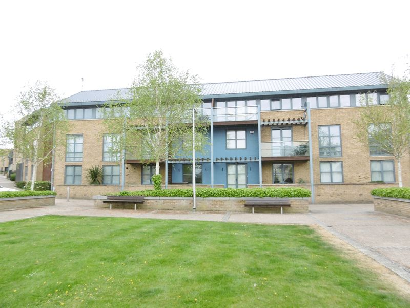 2 Bedrooms Flat for sale in Soper Square, Harlow
