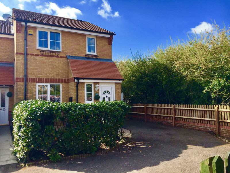 3 Bedrooms Terraced House for sale in Coalport Close, Church Langley