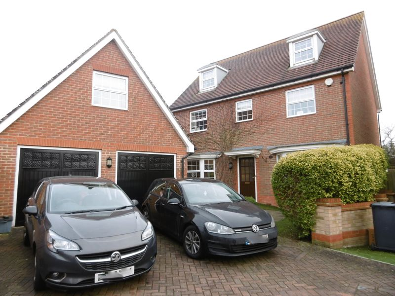 5 Bedrooms Detached House for sale in Malkin Drive, Chuch Langley, Harlow