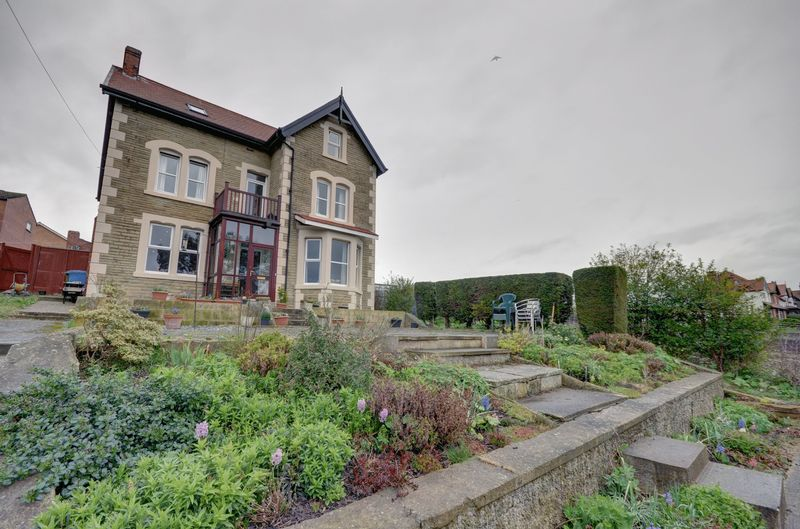 7 Bedrooms Detached House for sale in Stakesby Vale, Whitby