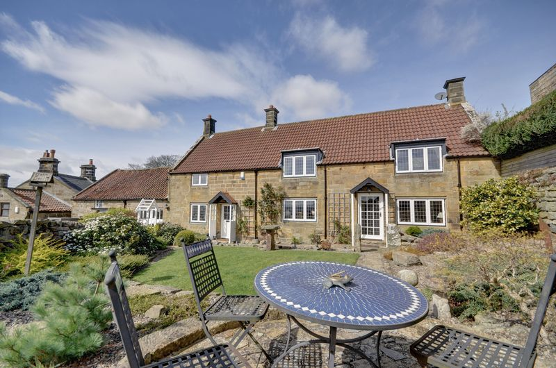 3 Bedrooms Detached House for sale in Lealholmside, Whitby