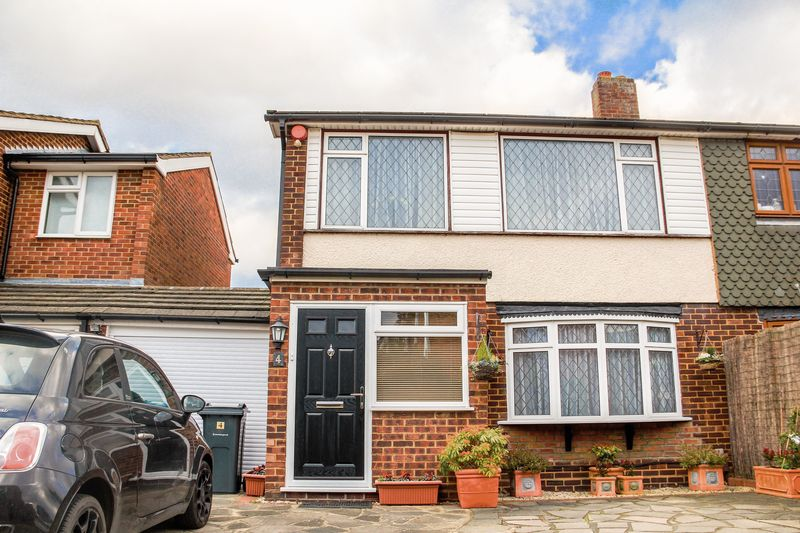 3 Bedrooms Semi Detached House for sale in Nursery Close, South Ockendon, Essex