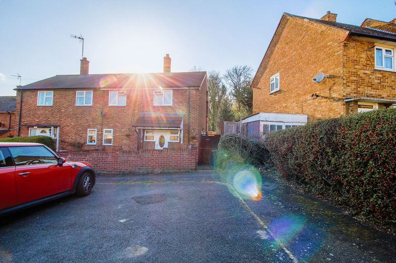 3 Bedrooms Terraced House for sale in Corran Way, South Ockendon