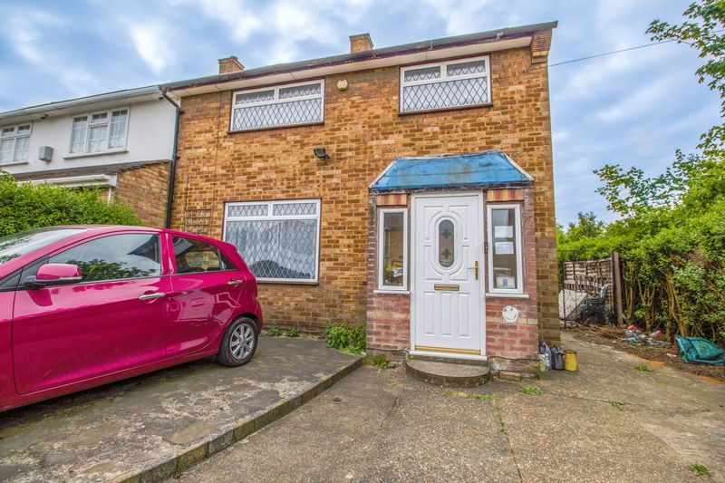 3 Bedrooms Semi Detached House for sale in Three Bedroom Semi Detached House in Fortin Close, South Ockendon, Essex
