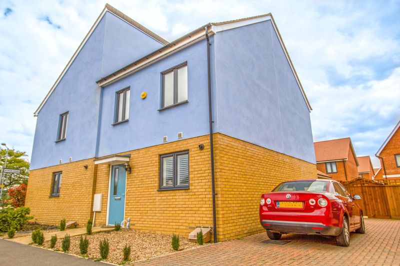 3 Bedrooms Semi Detached House for sale in Three Bedroom Semi Detached House in Ardmore Road, South Ockendon, Essex
