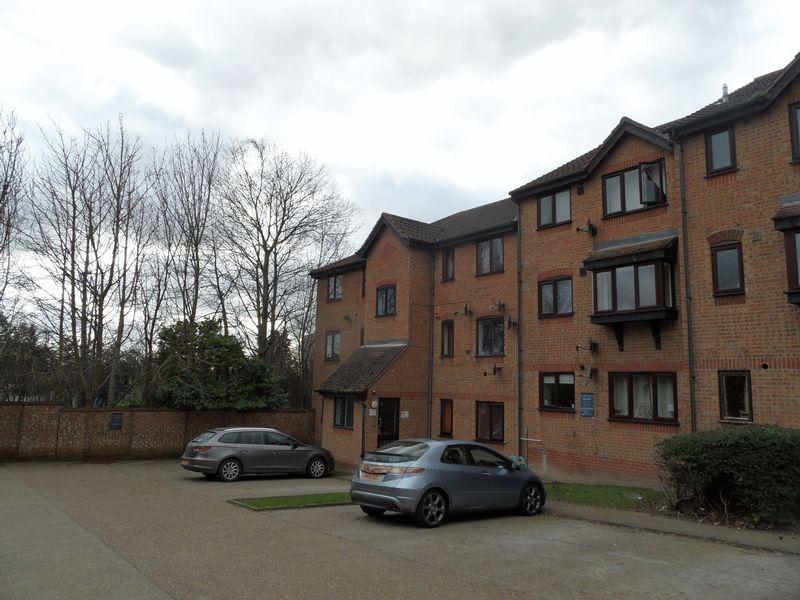 1 Bedroom Flat for sale in Branston Court Linnet Way, Purfleet