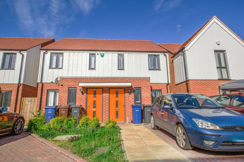 2 Bedrooms Semi Detached House for sale in Fairlane Drive, South Ockendon
