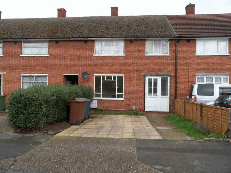 3 Bedrooms Terraced House for sale in Three Bedroom Mid Terrace House in Usk Road, Aveley, Essex