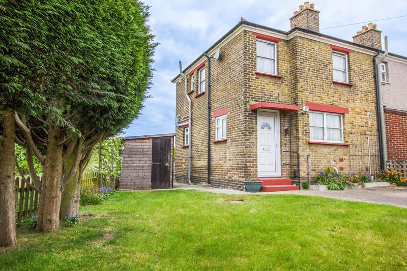 2 Bedrooms Terraced House for sale in Hall Terrace, Aveley