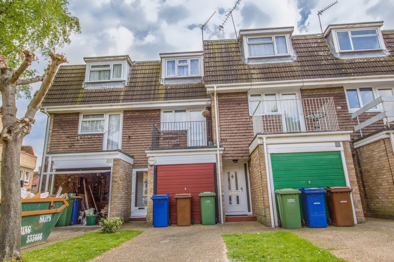 3 Bedrooms Terraced House for sale in Peartree Close, South Ockendon