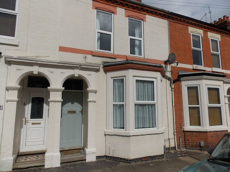 3 Bedrooms Terraced House for sale in 25, Newcombe Road, Northampton NN5 7AZ