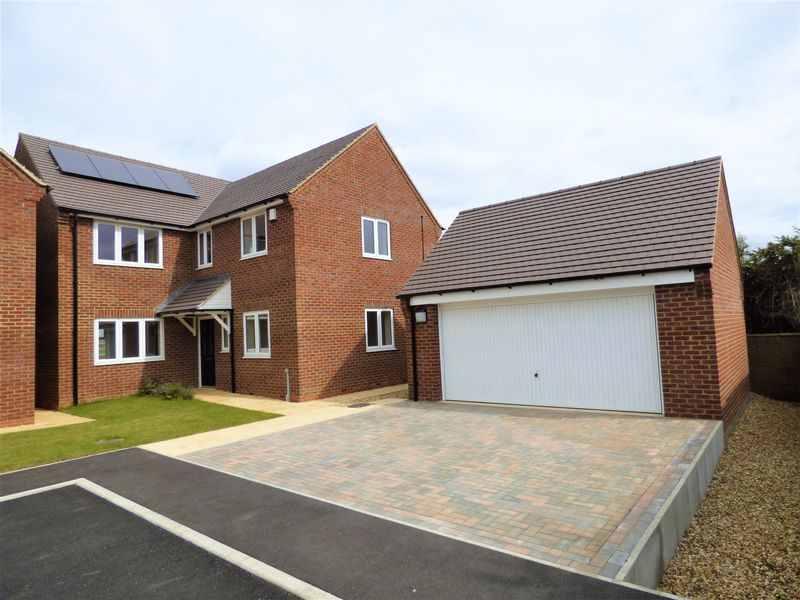 4 Bedrooms Detached House for sale in Pagnell Close, Northampton