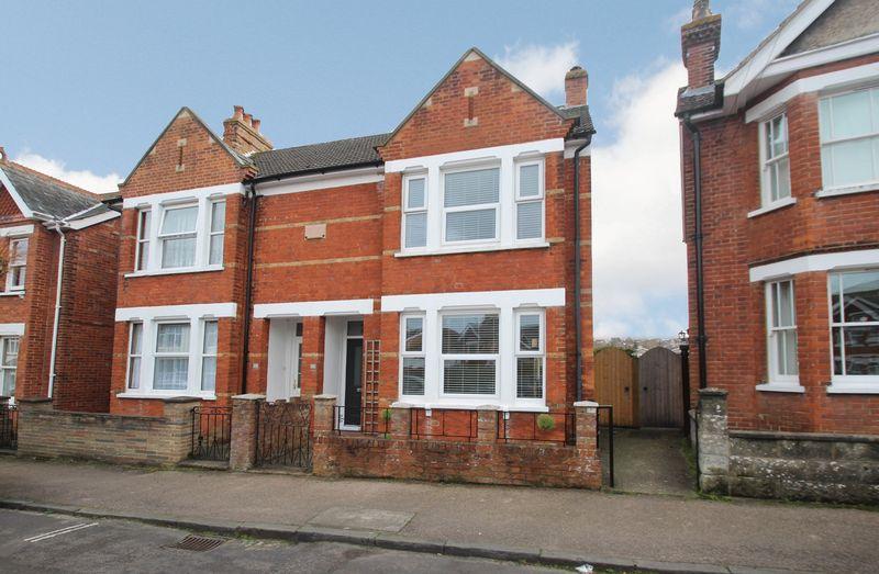 3 Bedrooms Semi Detached House for sale in Meadow Road, Tonbridge