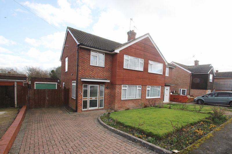 3 Bedrooms Semi Detached House for sale in Hopgarden Road, Tonbridge