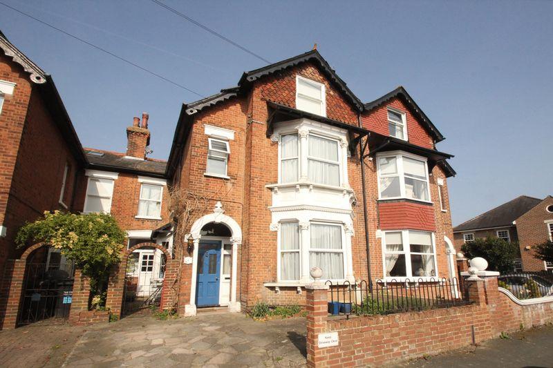 5 Bedrooms Terraced House for sale in Manor Grove, Tonbridge