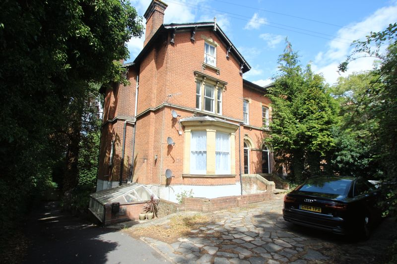 2 Bedrooms Flat for sale in Dry Hill Park Road, Tonbridge