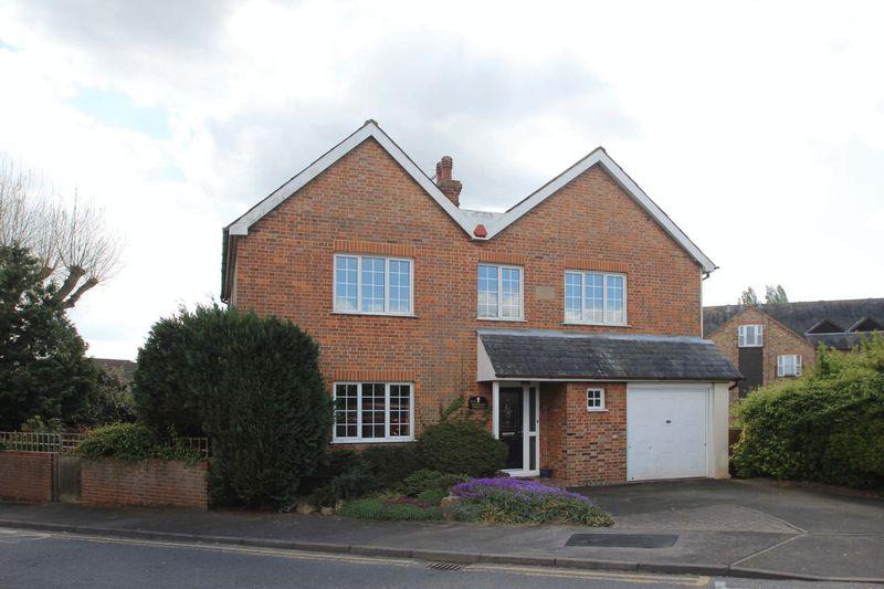 5 Bedrooms Detached House for sale in Hadlow