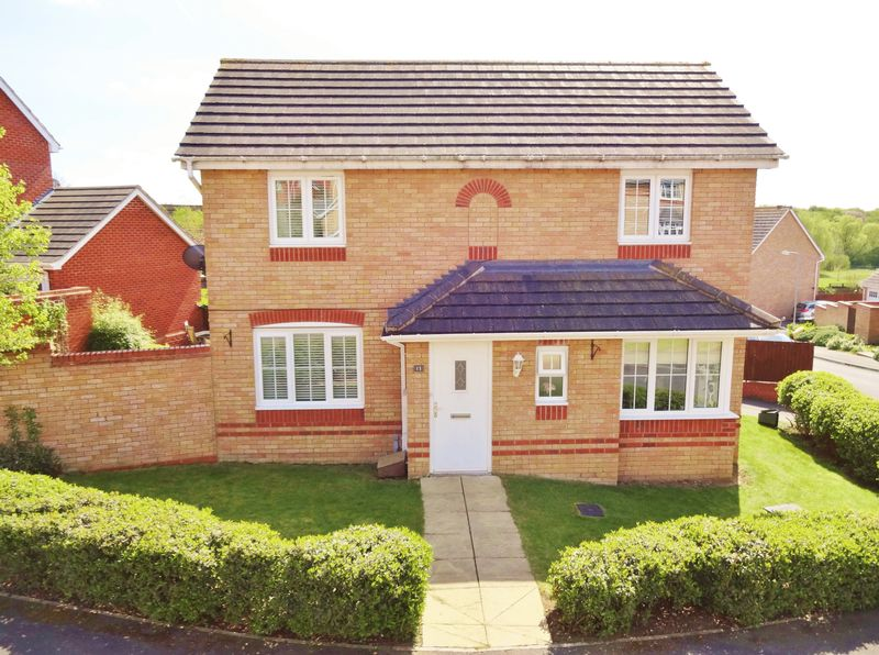 3 Bedrooms Detached House for sale in Haydock Close, Oakley Vale, Corby