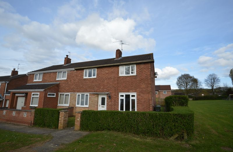 3 Bedrooms Semi Detached House for sale in Rutland Close, Corby