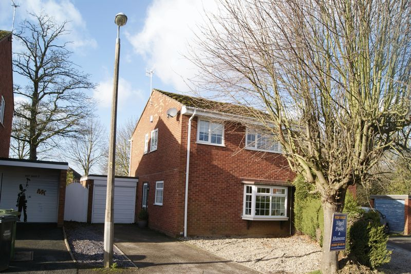 4 Bedrooms Detached House for sale in Maple Close, Evesham