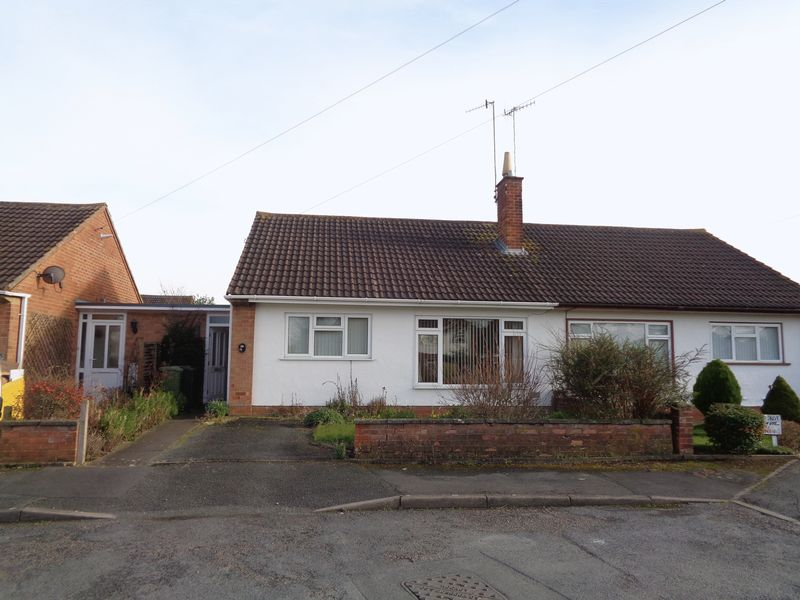 2 Bedrooms Semi Detached Bungalow for sale in Lindsey Avenue, Evesham
