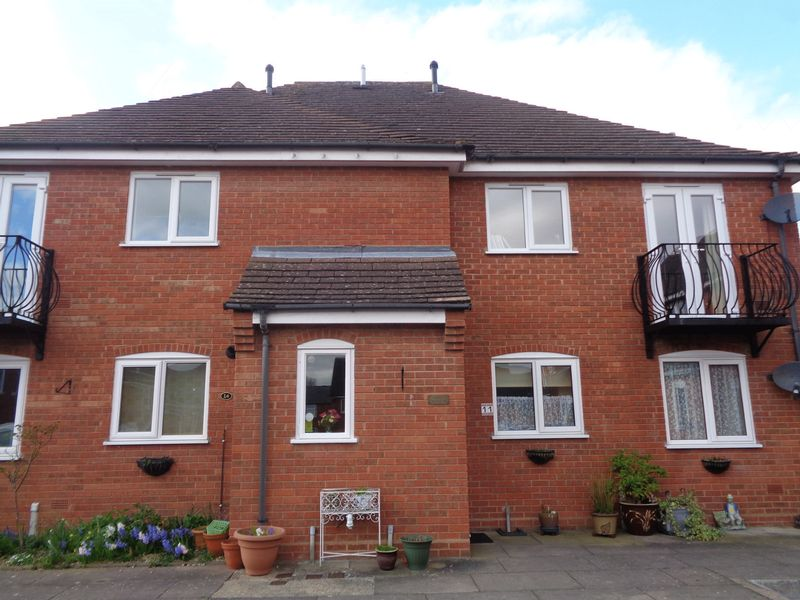 2 Bedrooms Flat for sale in Old Market Court, Pershore