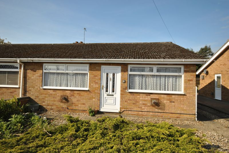 2 Bedrooms Semi Detached Bungalow for sale in Merlin Avenue, Norwich