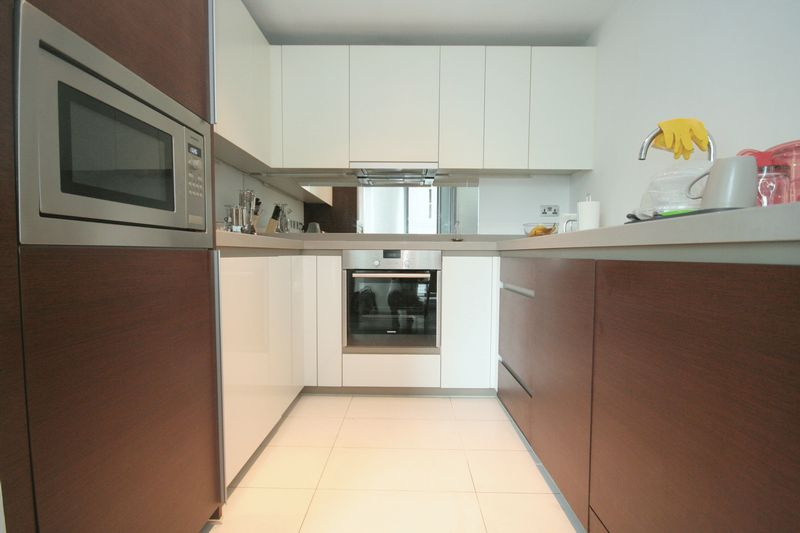 Luxury Two Bedroom Apartment With Dock V...