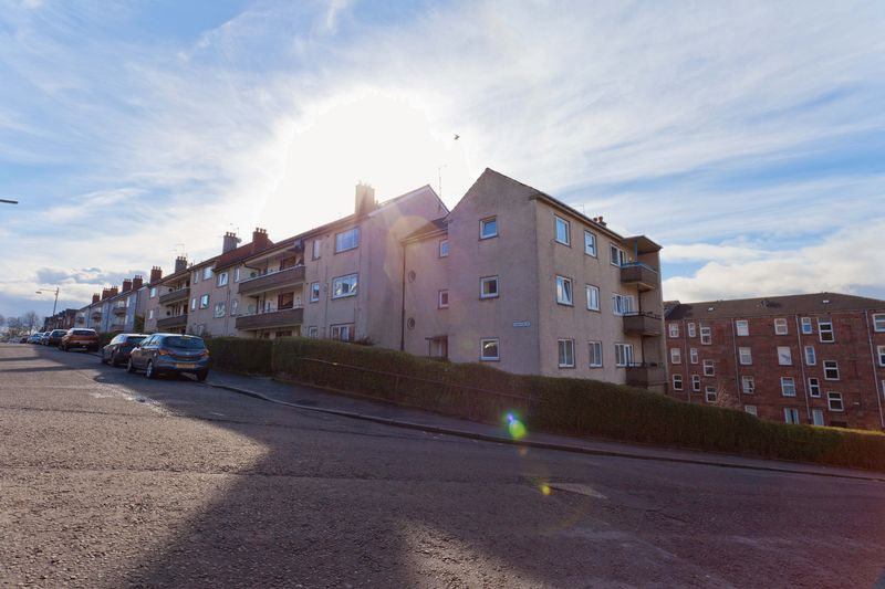 2 Bedrooms Flat for sale in Tennyson Drive, Glasgow