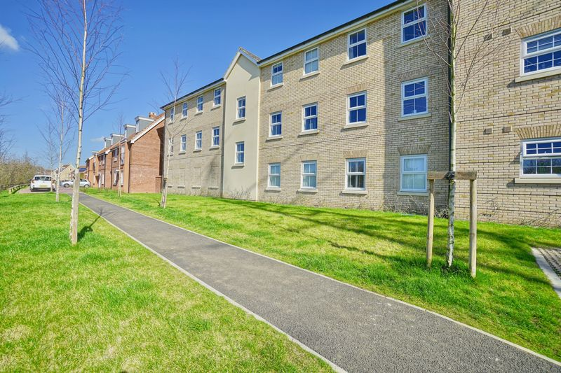 2 Bedrooms Flat for sale in Delphinium Court, St Neots