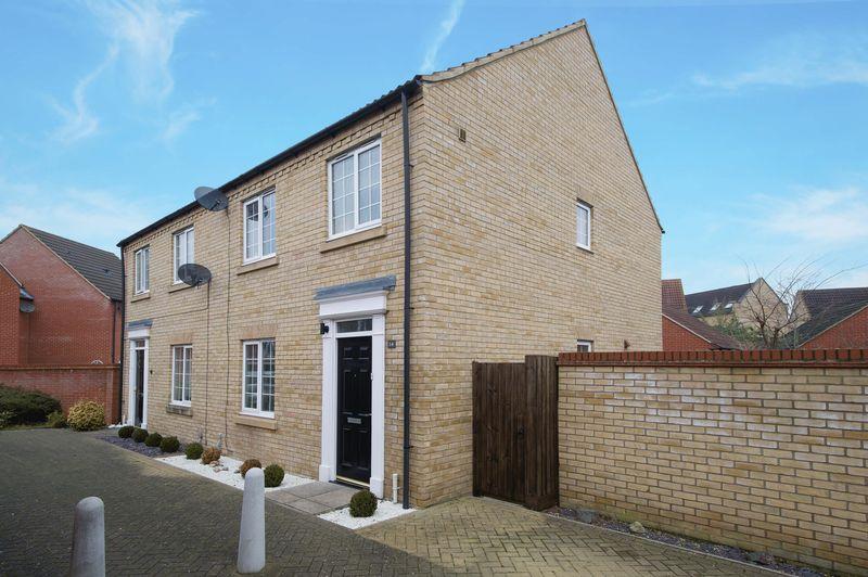 3 Bedrooms Semi Detached House for sale in Malden Way, Eynesbury