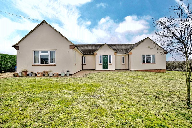 4 Bedrooms Detached Bungalow for sale in Toseland Road, Graveley ,St. Neots