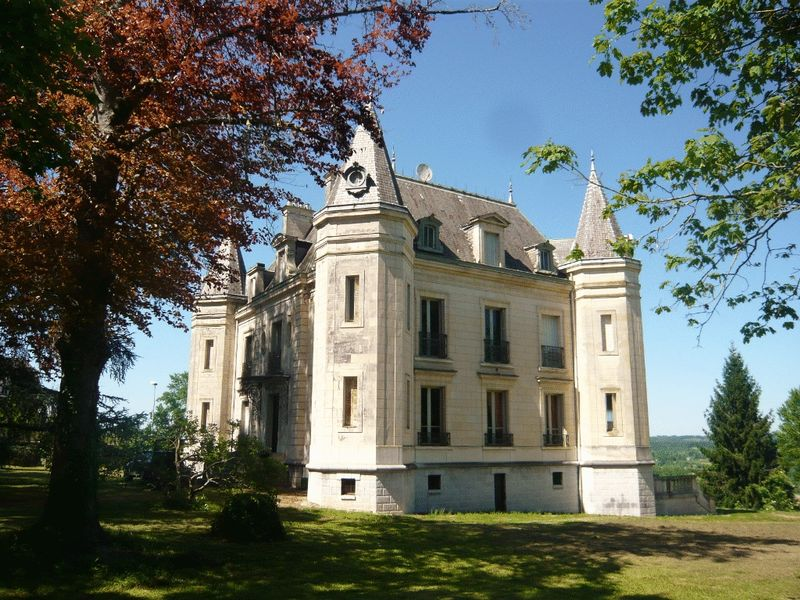 Stunning Chateau and mountain views
