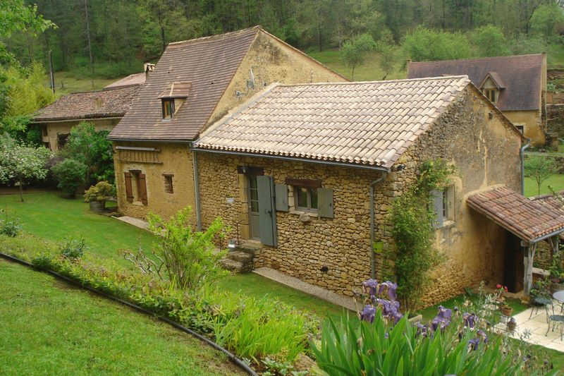 Fantastic renovated village house with large garden